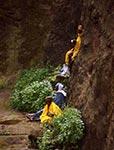 Spiritualita.   Svatí muži povznášejí svá srdce kBohu vlegendární Lalibele.   (Etiopie)